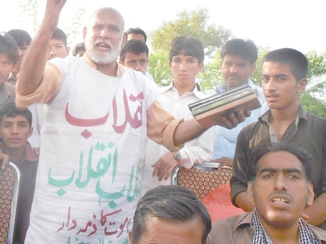 Chacha Inqilab: Expat poet stirs emotions at PTI sit-in
