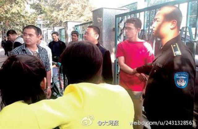 British expat arrested in Zhengzhou after robbing women who criticized his shorts